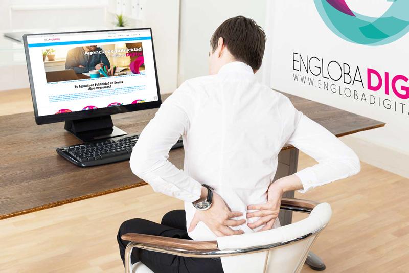 3 consejos para evitar el dolor de espalda frente al ordenador